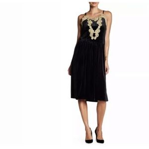 Romeo + Juliet Couture Crushed Velvet Lace Dress